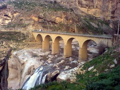 مدينة الجسور المعلقة cascad11.jpg