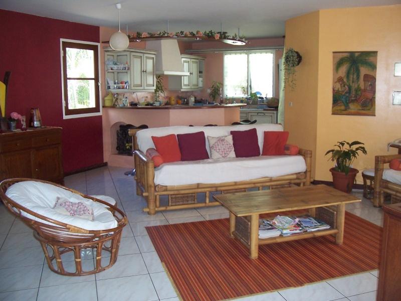 quelle couleur des murs choisir pour cette cuisine. Black Bedroom Furniture Sets. Home Design Ideas