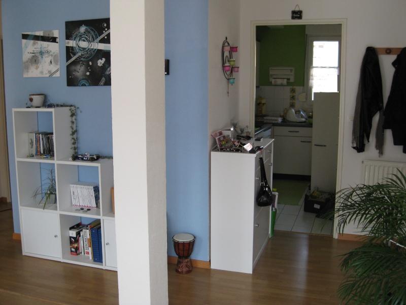 retouches peinture de mon salon blanc bleu. Black Bedroom Furniture Sets. Home Design Ideas