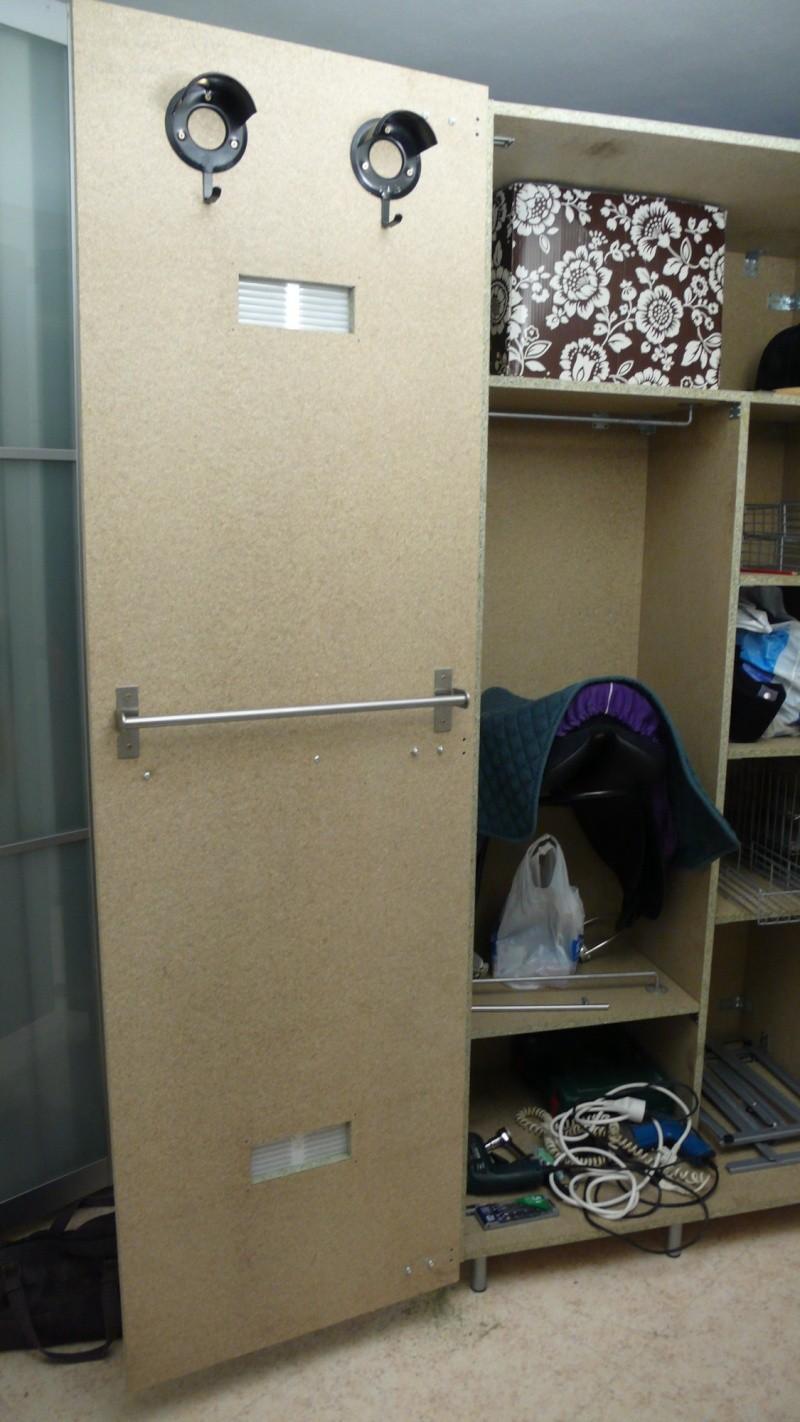 fabrication d 39 une armoire de sellerie. Black Bedroom Furniture Sets. Home Design Ideas